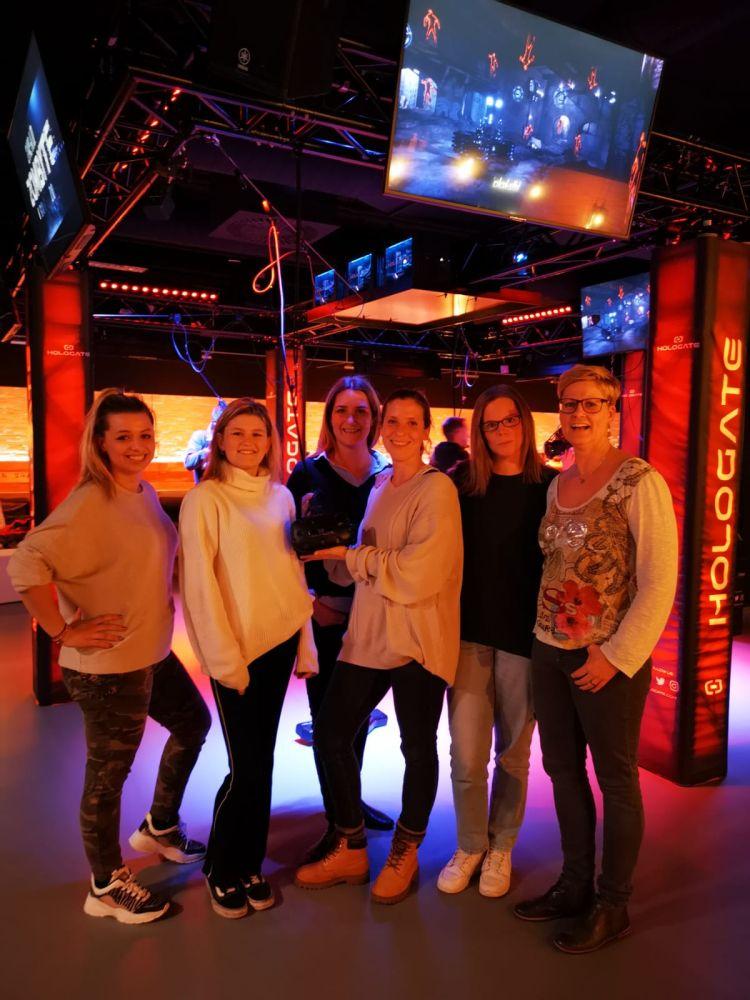 Das glückliche RAUMPERLE-Team nach dem Virtual Reality Teamevent