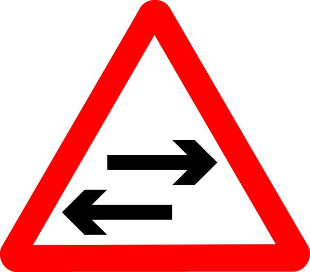 Verkehrsschild, ein Pfeil nach rechts und eine Pfeil nach links