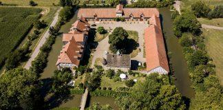 Das Bild zeigt das Rittergut Remeringhausen von oben.